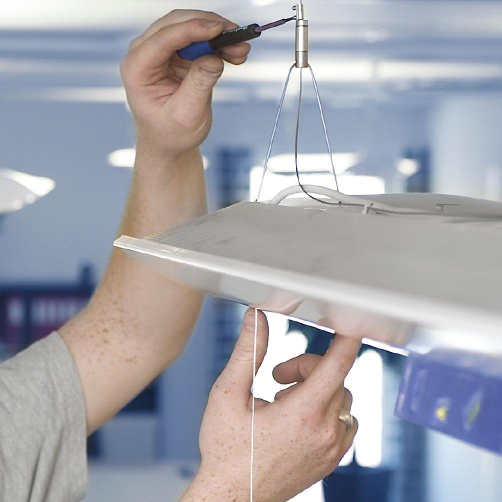 Frederiksberg-elektrikeren hænger også lamper op